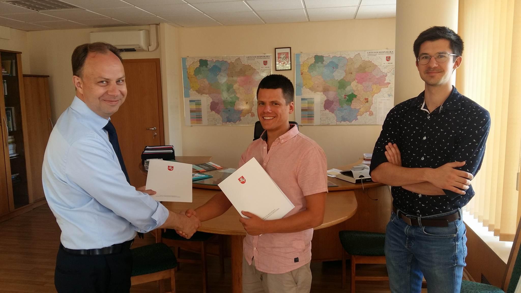 Bendradarbiavimo sutarties pasirašymas