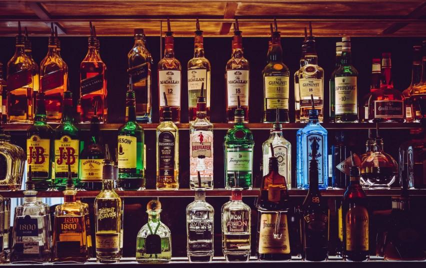 Seimas apsisprendė: nuo kovo didės akcizai stipriam alkoholiui