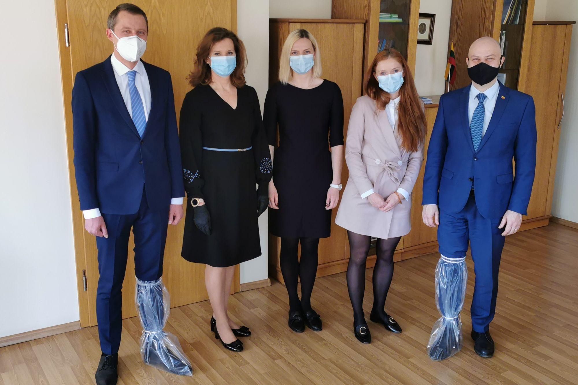 Lietuvos gamintojai aprūpins šalies medikus ir vienkartiniais antbačiais