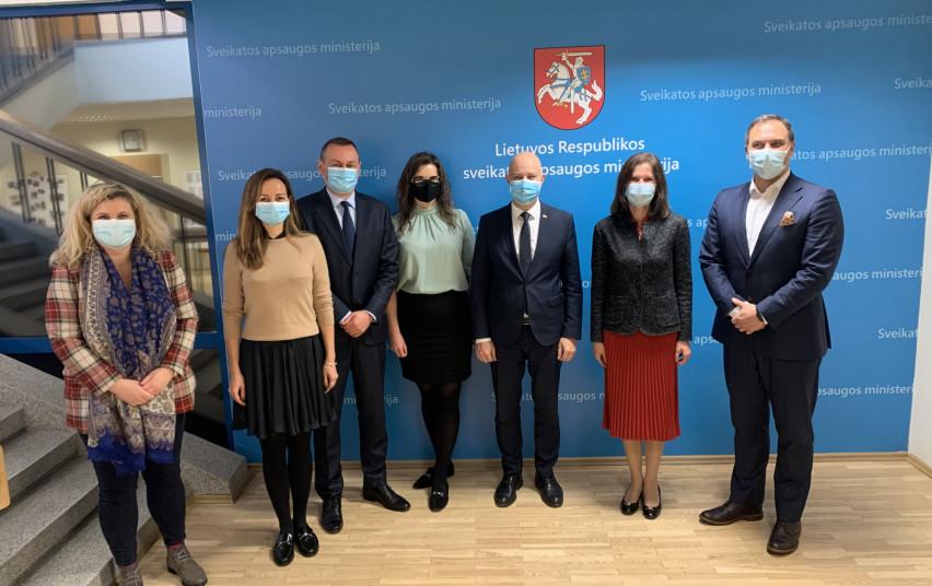 Ministras A. Veryga susitiko su koronaviruso vakcinų kūrėjų atstovais